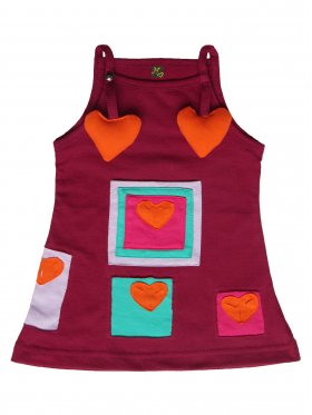 This charming dress with multiple framed and stuffed hearts will make any girl feel loved and picture-perfect! It comes in a stylish, Merlot shade and features an easy-to-open strap. Hand-made and 100% cotton. Available sizes: 3 months - 5 years.​